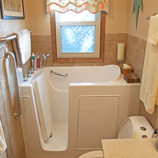 Bliss walk in tub model b3052 for tight bathrooms for Model bathrooms photos